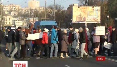 Жители нескольких многоэтажек в Киеве сегодня обещали перекрыть дорогу на Вышгородской
