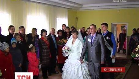 На Житомирщині святкують весілля бійця, пораненого в АТО