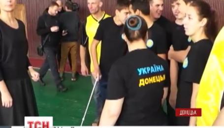 Донецька молодь з особливими потребами одягла патріотичні футболки