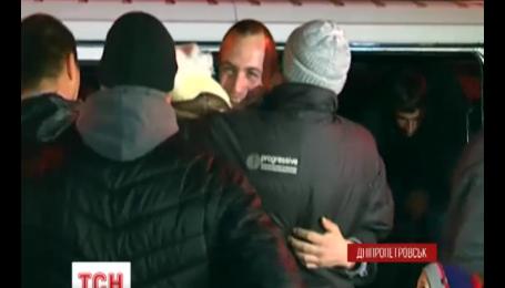 После трех месяцев плена 17 украинских военных вышли на свободу