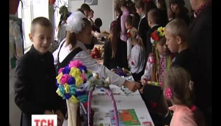 Учні села Королівка на Київщині влаштували ярмарку, аби допомогти бійцям