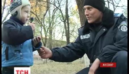 В Житомире 4 летний мальчик едва не упал с 3 этажа