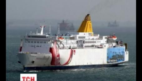 Уже три месяца стоит на якоре в Индонезии брошенное судно Ocean Grand