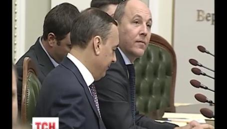 Новообрані депутати Верховної Ради нині вперше працюють у парламенті