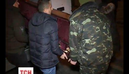 В Киев привезли тела двух убитых в зоне АТО добровольцев