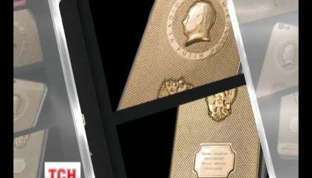 На сайте российского интернет-магазина в продаже появился смартфон с изображением Путина