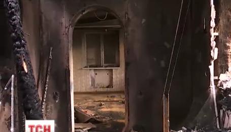 Дом в поселке Гребенки сгорел от перепадов напряжения в электросети