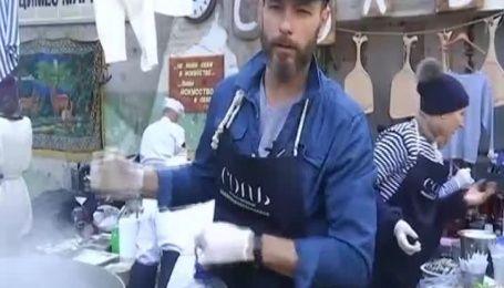 В столицу приехали одесские повара и угостили киевлян своими фирменными блюдами