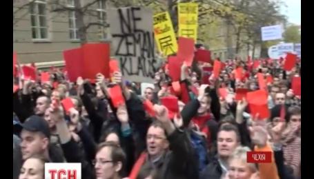 Чехи отметили 25 годовщину Бархатной революции несколькотысячным протестом