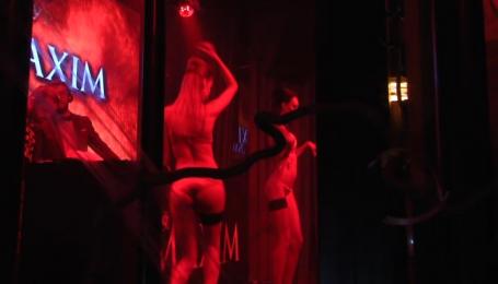 Мужской журнал MAXIM устроил Хэллоуин с сексуальным привкусом