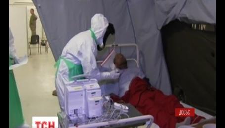 Від лихоманки Ебола у світі померло понад п'ять тисяч осіб