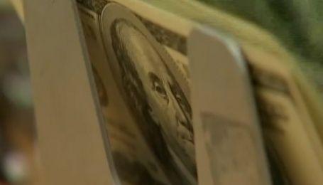 Експерти розповіли, що подорожчає через курс валюти і чи варто робити запаси