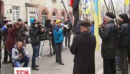 Під посольством Угорщини мітингують проти політики Орбана