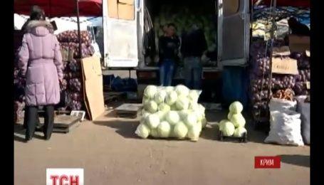Кримські харчі в Росію вивозять регулярно, а от назад постачають з перебоями, та з націнкою
