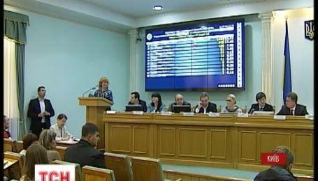 У ЦВК вже почали привозити оригінали протоколів з окружних комісій