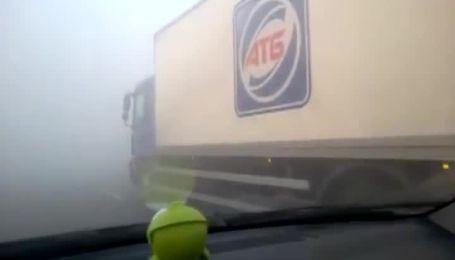 Одразу 14 авто зіштовхнулися при в'їзді у Київ