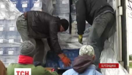 16 тон гуманітарної допомоги для переселенців привезли на Арабатську стрілку