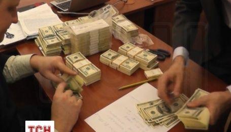 Правоохранители нашли у чиновника Минобороны 420 тысяч долларов