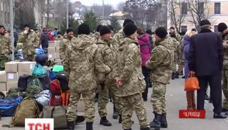 Триста десантников отправились в зону АТО из Черновцов