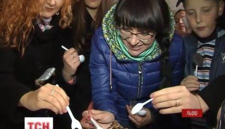 Золотий десерт за ціною понад 3 тисячі гривень створили у Львові на святі шоколаду