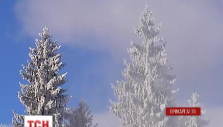 Над Буковелем продолжаются искусственные снегопады