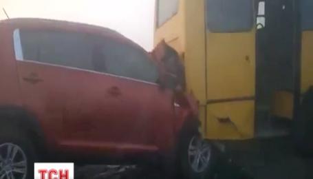 На Житомирській трасі зіткнулись одразу 16 машин