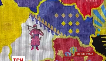 Путешествующая карта-вышиванка доехала в Днепропетровск