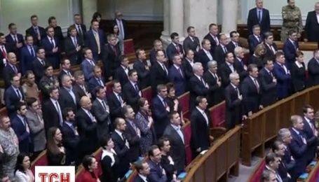 Депутаты спели гимн Украины, приняли присягу и ушли на перерыв
