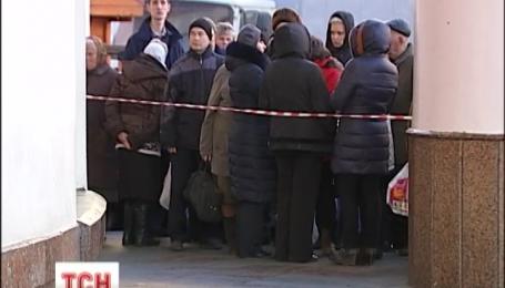 Телефонні терористи лякали мінуванням готелю і двох станцій метро у Києві
