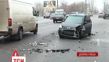 У Дніпропетровську сталася аварія за участю п'яти машин