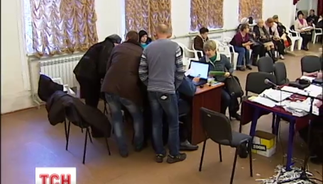 Кандидаты в депутаты блокируют работу одной из комиссий в Мариуполе