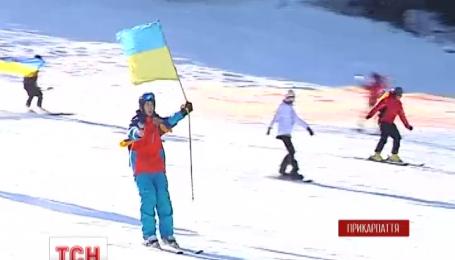 Лыжный сезон в Буковеле начался патриотическим флешмобом