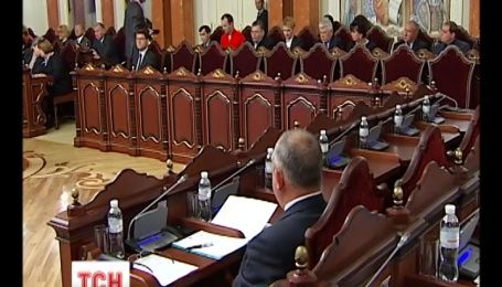 Верховний суд просить КС розглянути конституційність закону про люстрацію