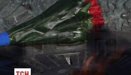 Порошенко вшанував пам'ять загиблих під час визволення України від фашистських загарбників