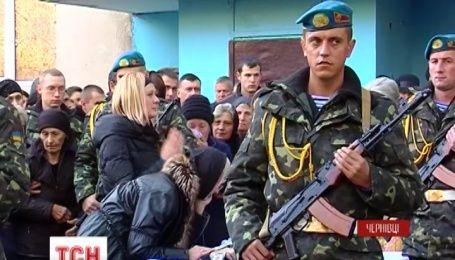 Чернівці сьогодні прощалися із солдатом батальйону територіальної оборони Олексієм Вербицьким