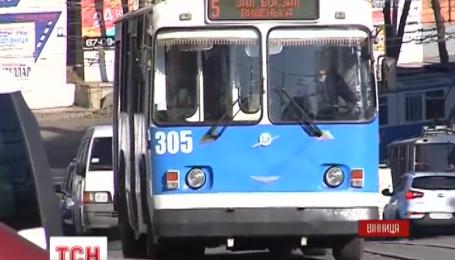 В Виннице двух тринадцатилетних пассажирок троллейбуса ударило током