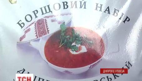 Сухий борщ для українських військових вигадали та роблять волонтерки у Дніпропетровську