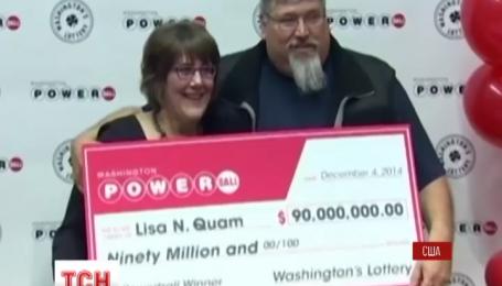 Женщина в Соединенных Штатах сорвала джекпот в 90 миллионов долларов
