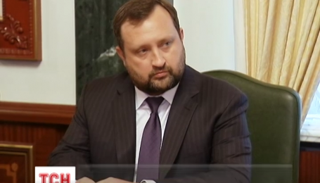 У Генпрокуратурі запевняють, що Сергій Арбузов не встиг зняти гроші