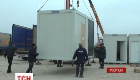 Модульный городок для переселенцев из Донбасса начали собирать в Запорожье