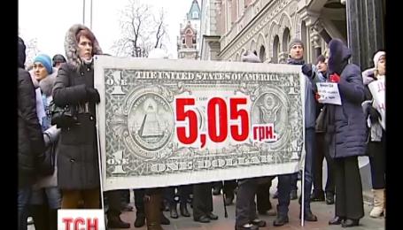 Після вихідних долар не стрибає вище шістнадцяти гривень