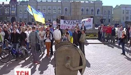 В Украине под люстрацию попали более 270 чиновников