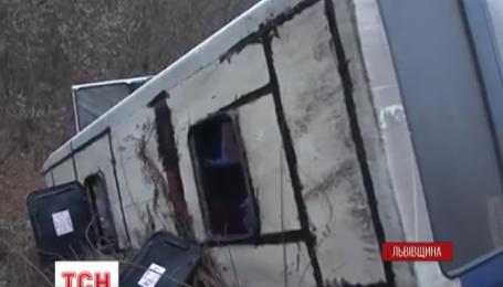 На Львівщині перекинувся рейсовий автобус