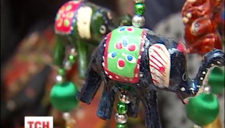 Дружини дипломатів провели благодійний різдвяний ярмарок