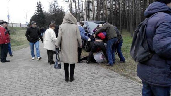 Спроба затримання за український прапор у Мінську_1