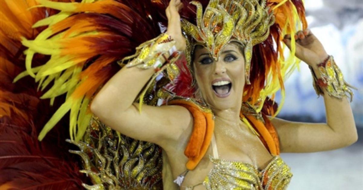 otkrovennoe-video-brazilskogo-karnavala