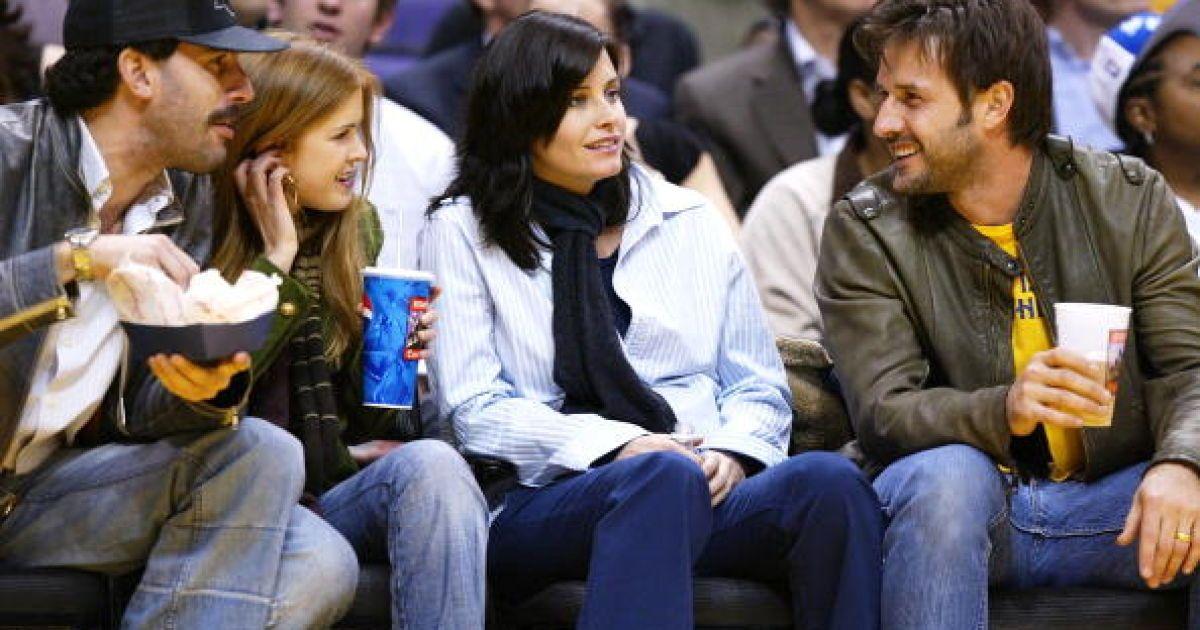 Саша Барон, Айва Фишер с друзьями @ Getty Images