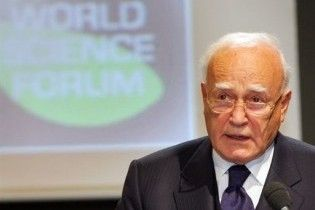 Премьер Греции выступил за переизбрание действующего 80-летнего президента