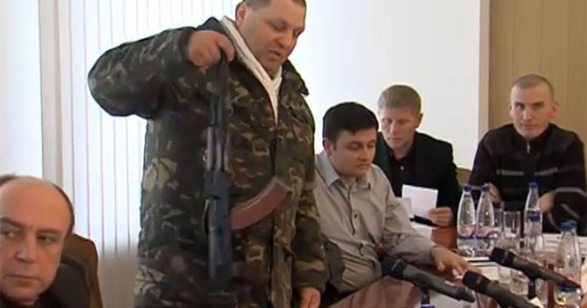 """""""Правий сектор"""" штурмує Верховну Раду через Сашка Білого @ twitpic.com/4jnvu6"""