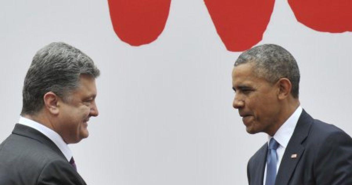Порошенко і Обама тиснуть руки перед загальним фото світових лідерів @ УНІАН